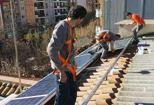 Montaje estructura fotolinera Espluges Solarstem soportes para paneles solares